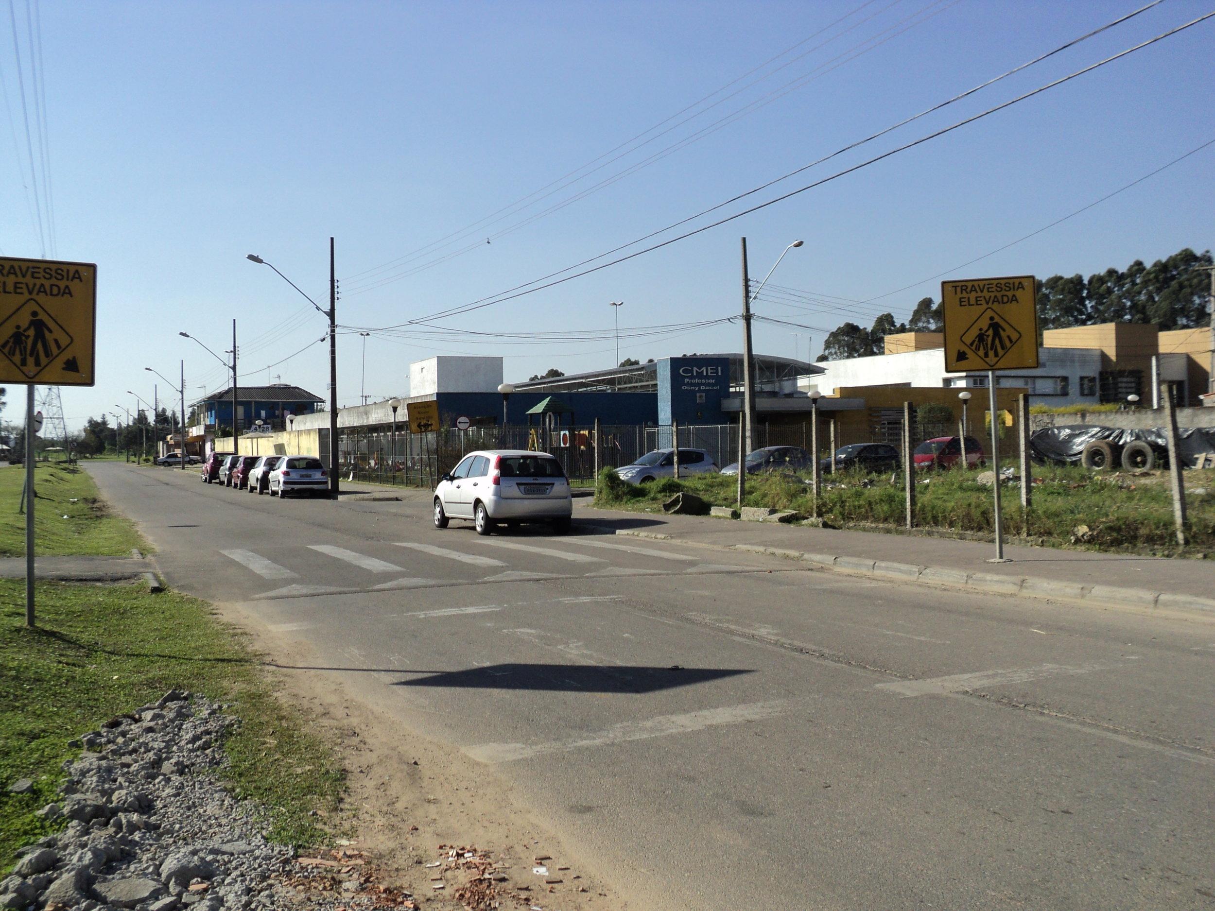 Travessia Elevada na Rua Leonardo Novicki próximo à EM Enéas Faria