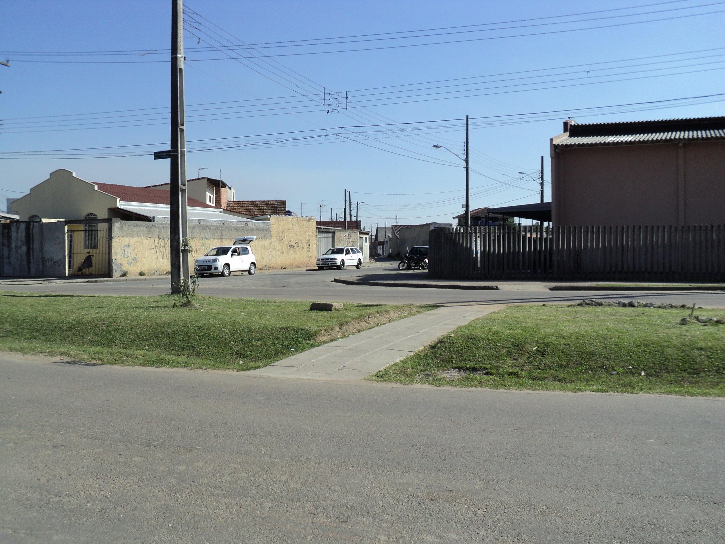 Calçada em frente ao Armazém da Família Vila Autódromo