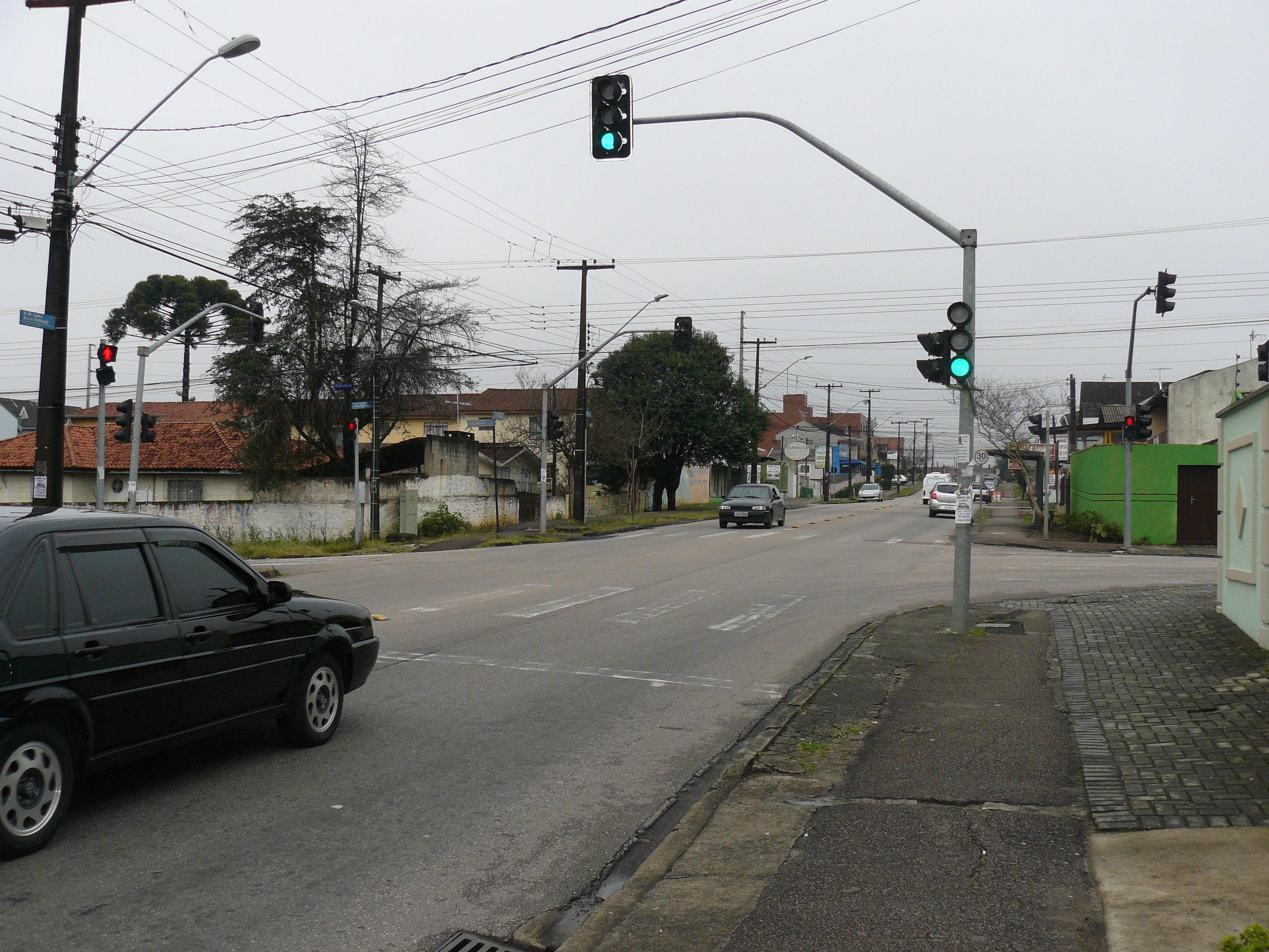 Semáforo na Rua Dr. Bronislau O. Roguski com a Rua Dr. Carlos Bruno Breithaupt