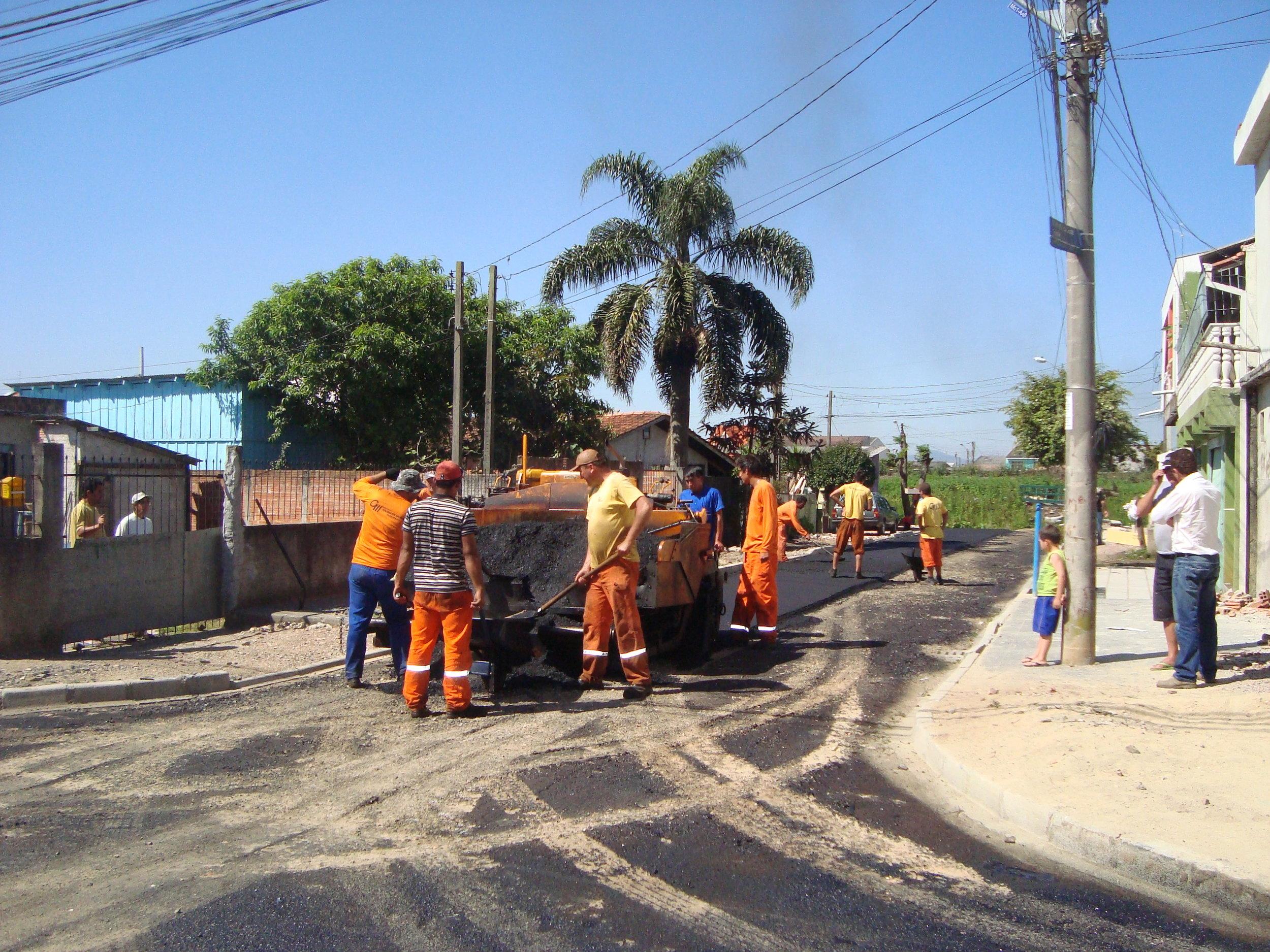 Rua Gov. Algacir Guimarães, entre a linha férrea e final da rua, V. São Domingos