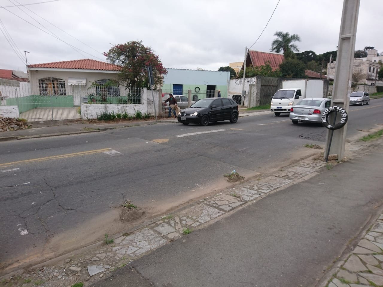 Rua Augusto zibarth 189 repintura de faixa elevada. Em frente à paróquia Santo Antônio.jpeg