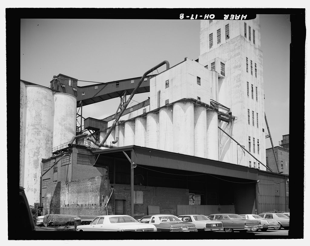 Quaker Oats Cereal Factory, Southeast corner of Broadway & Mill Streets, Akron, Summit County, Ohio, August 1979.   Image source:  Library of Congress , Prints & Photographs Division, Historic American Engineering Record,  Reproduction number HAER OHIO,77-AKRO,7-  by photographers Gregory Santos and Bruce Ford ( additional bibliographic information here ) is licensed under  Public Domain Mark 1.0