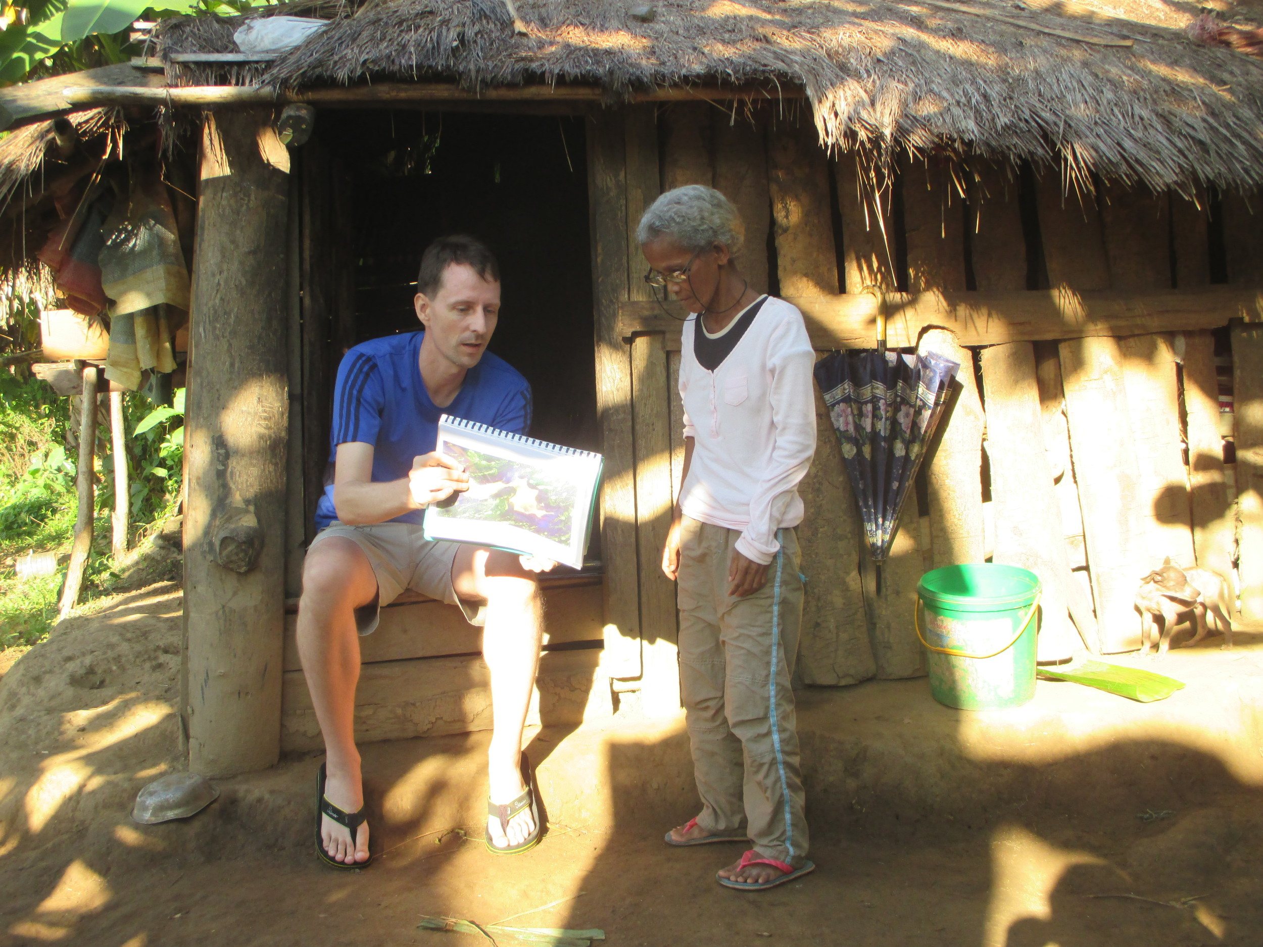 FMWM Affiliate Missionary Roger Stone shares OT stories in a Philippine village . . .