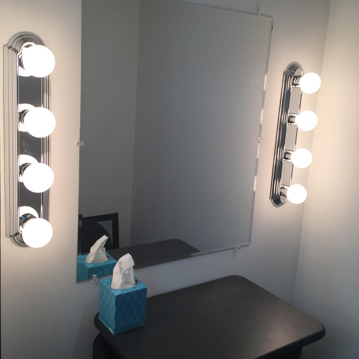 Small wardrobe / make-up area