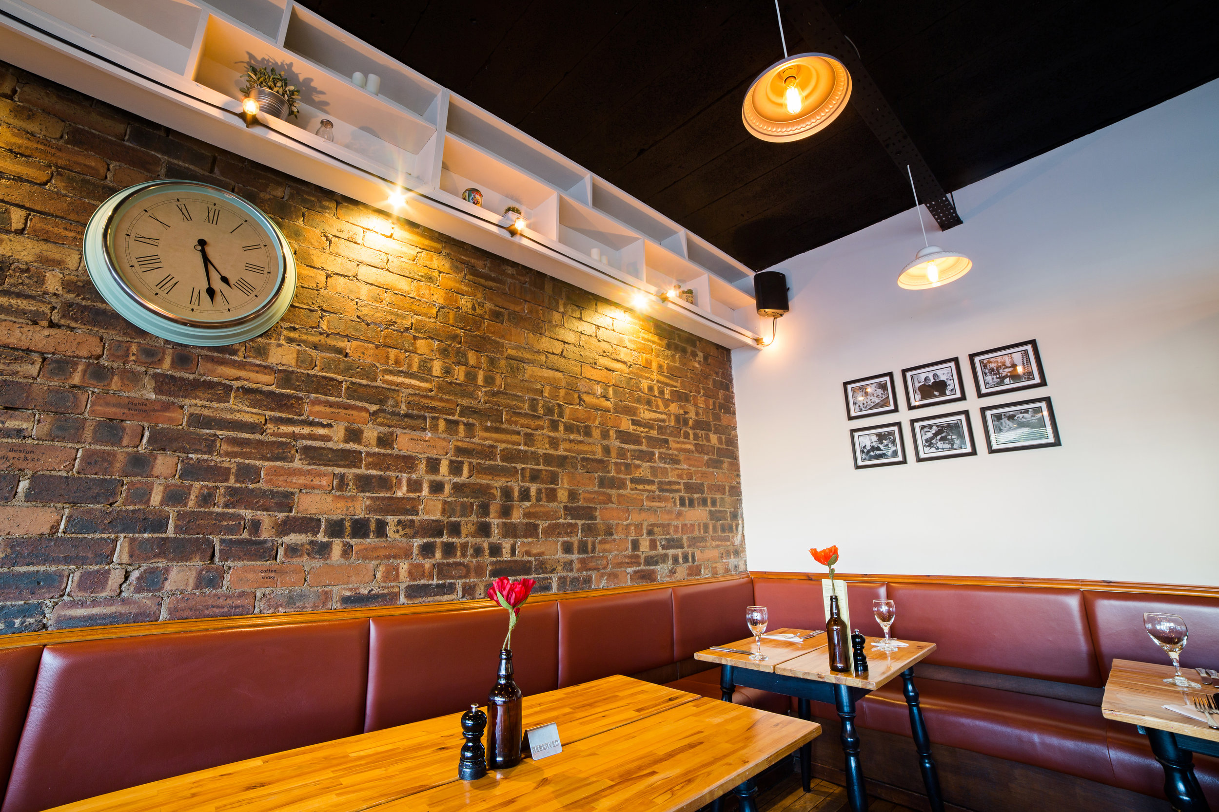 restaurant-interior-design-photography-gallery-wall-clock-glasgow-johnstone