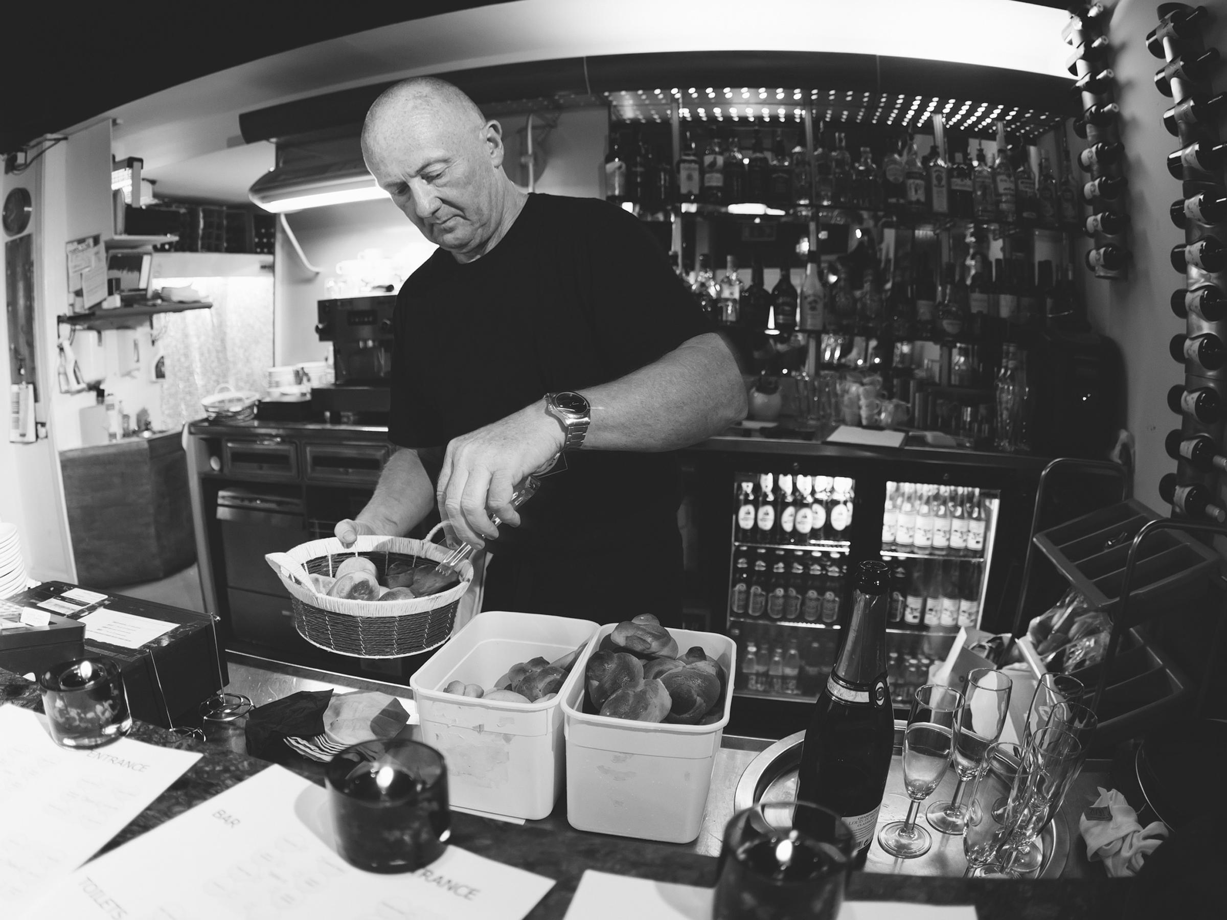 papamacs-restaurant-johnstone-bar-service-1