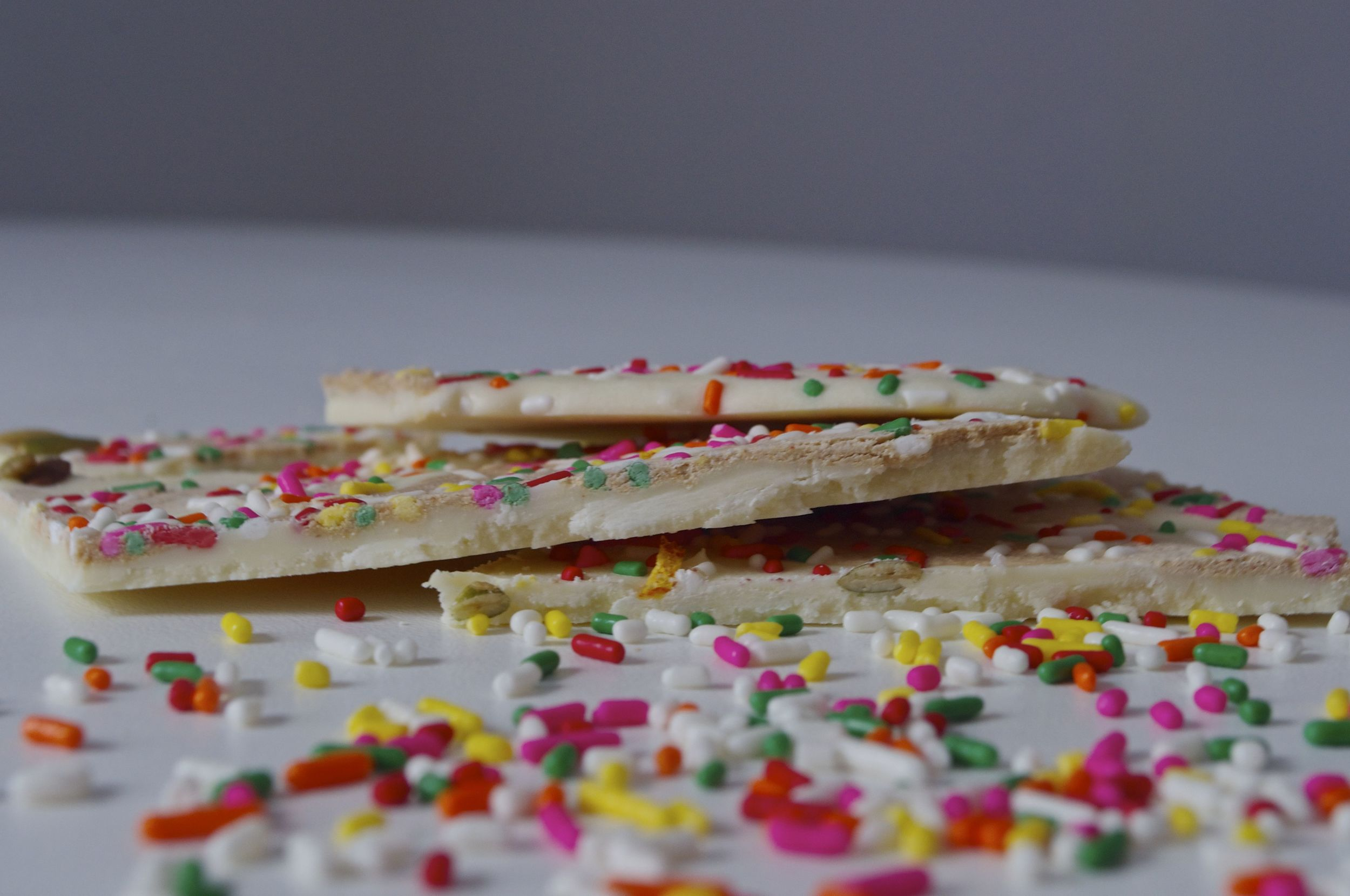 tahini-sprinkle-chocolate-bark-fried-parsley