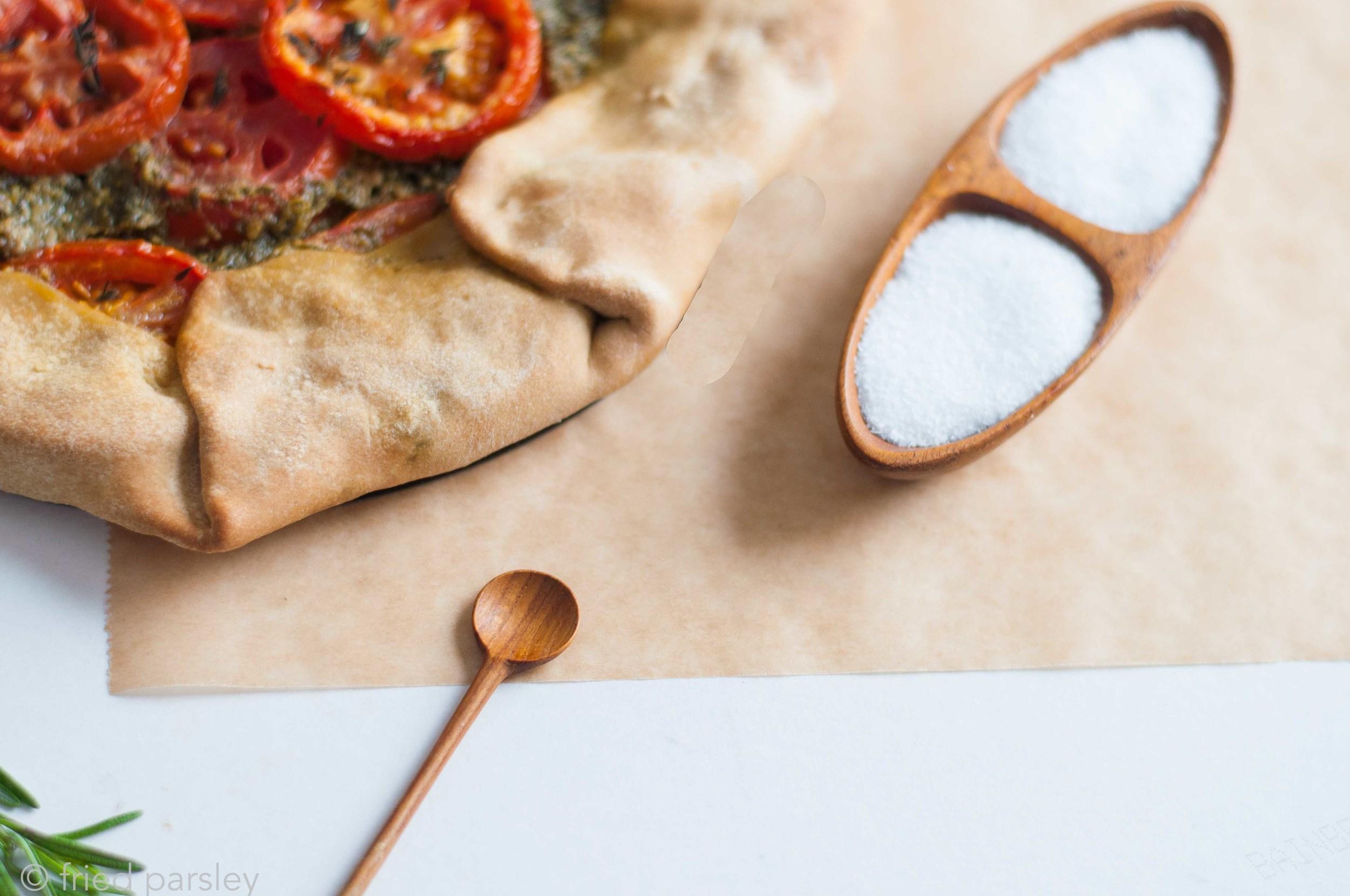 tomato-kale-pesto-tart-vegan-fried-parsley