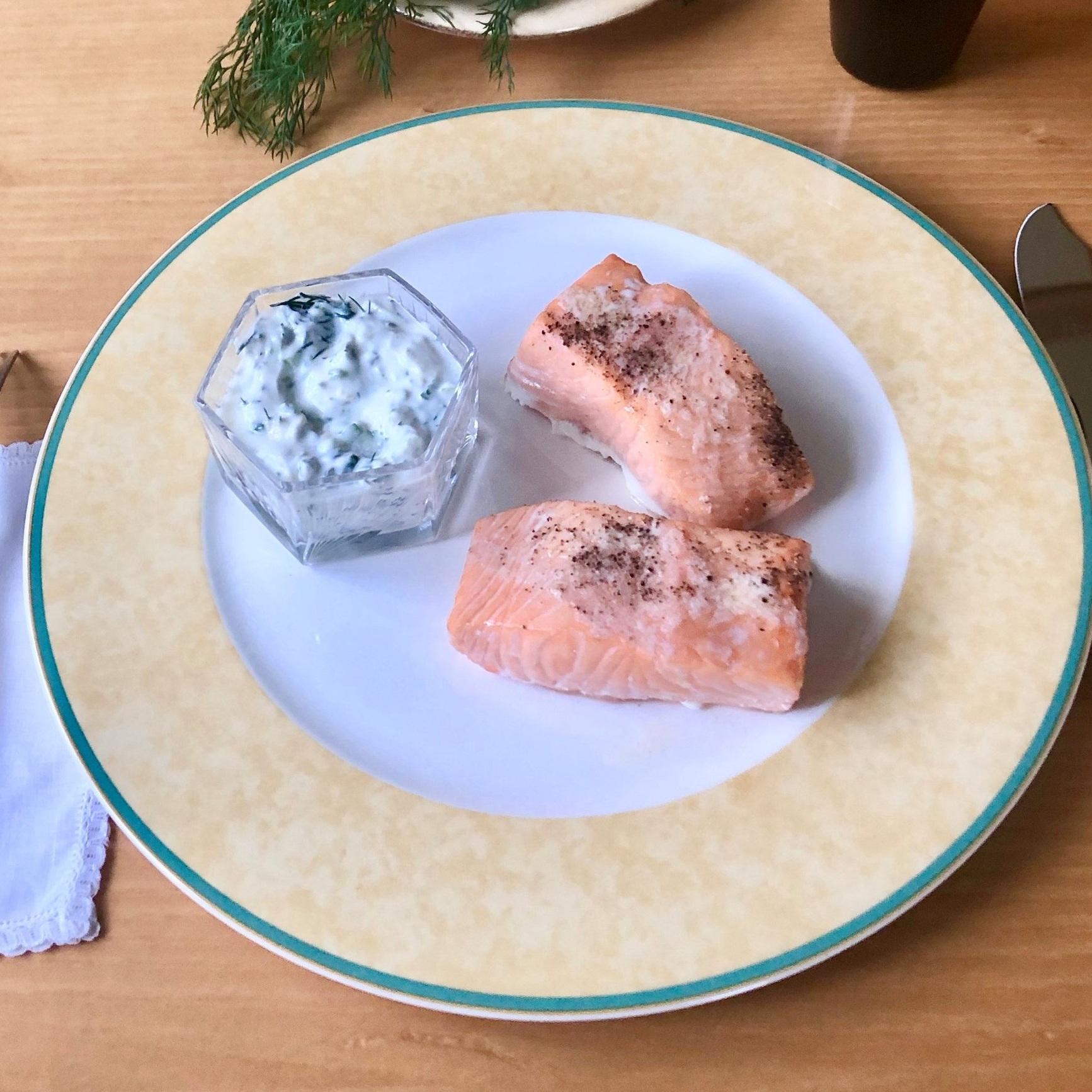 Salmon+with+Dill+Yogurt+Sauce.jpg