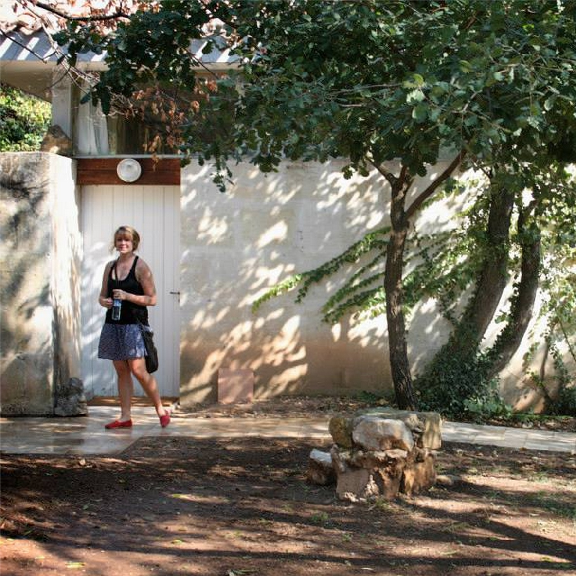 Hilary Stein, Alumna Fall 2012,keeps a personal blog called  Un Pays Connu  .