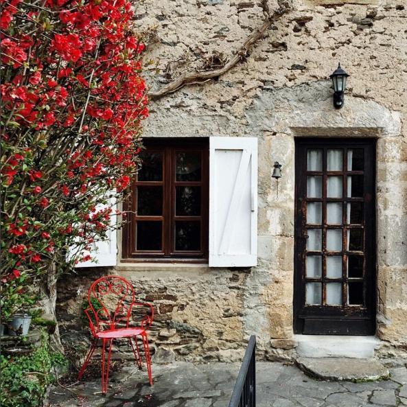 belcastel red courtyard.png