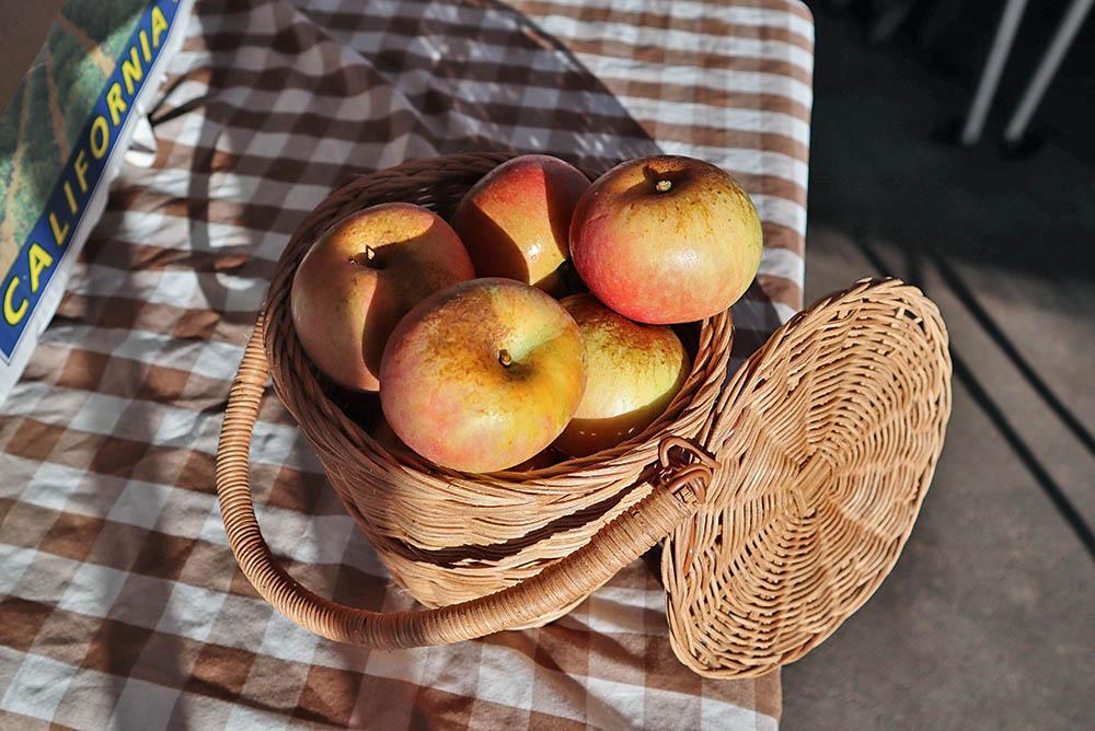 market_apples.jpg