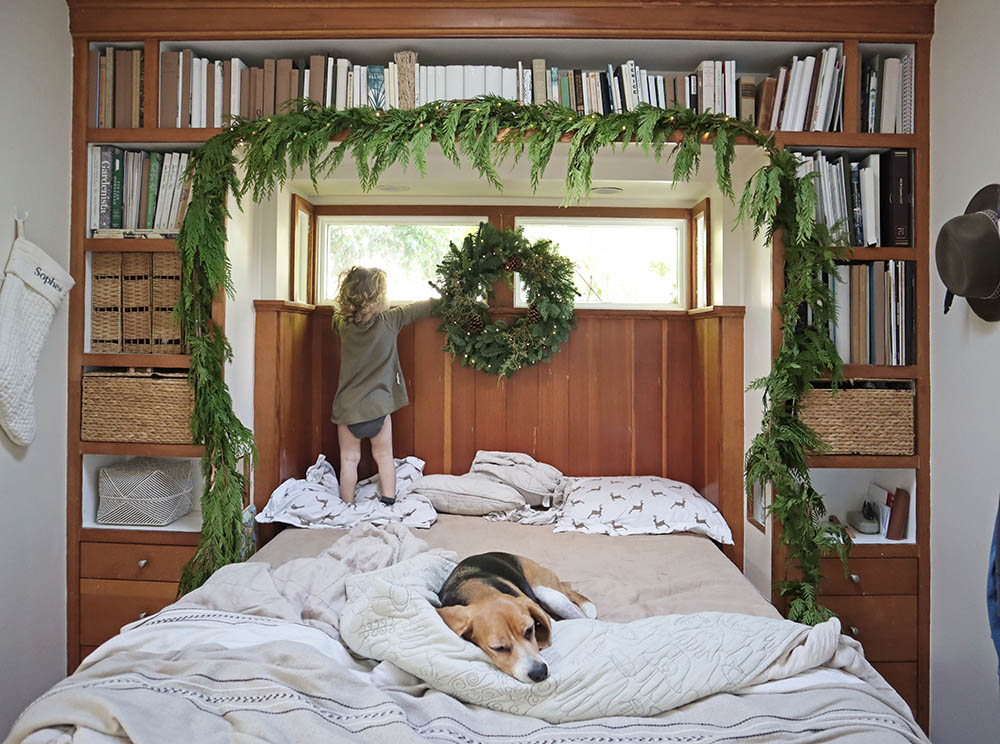 blog_tinyhouse_christmasdecor.jpg