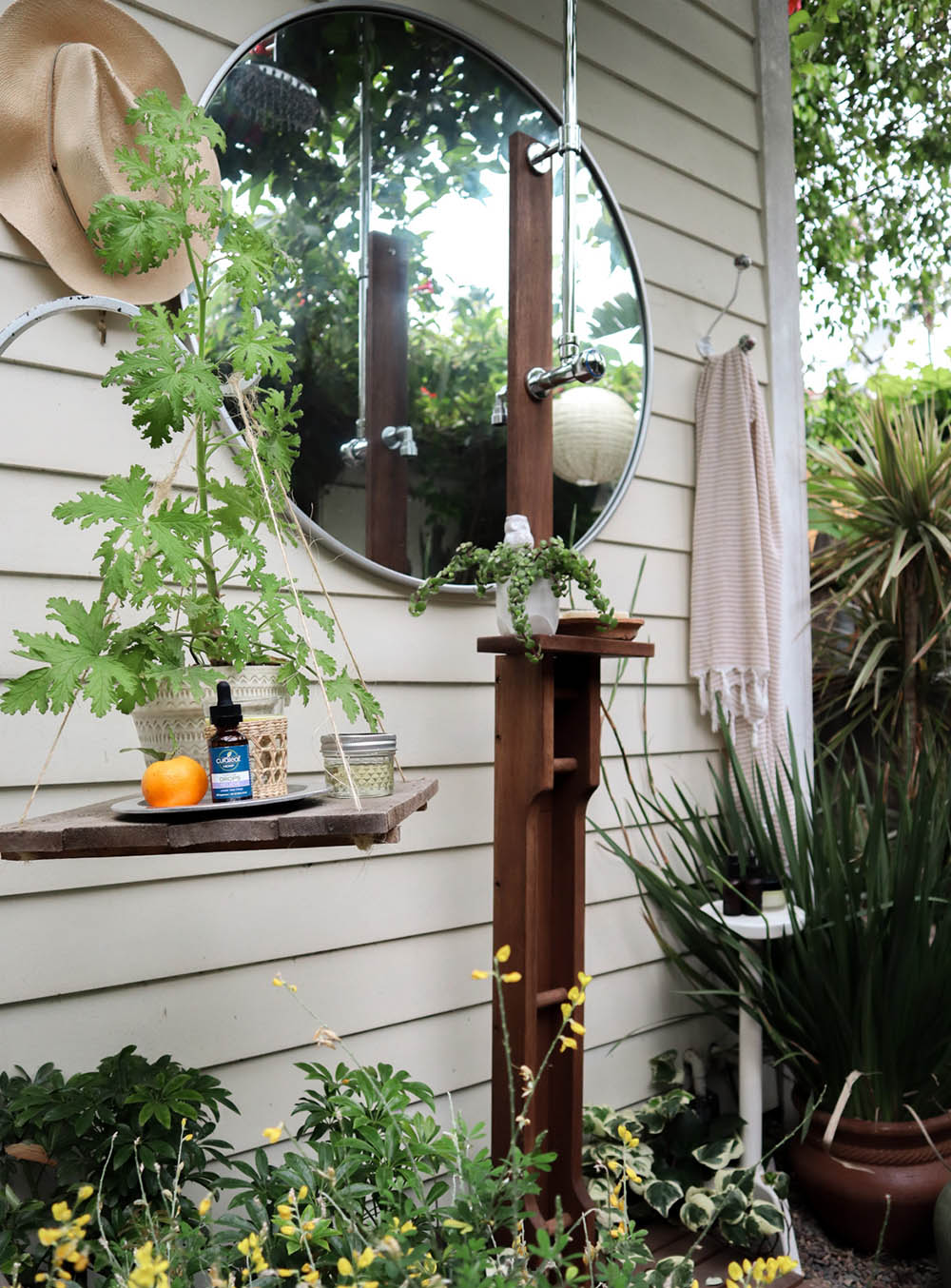 small_space_outdoor_shower.jpg