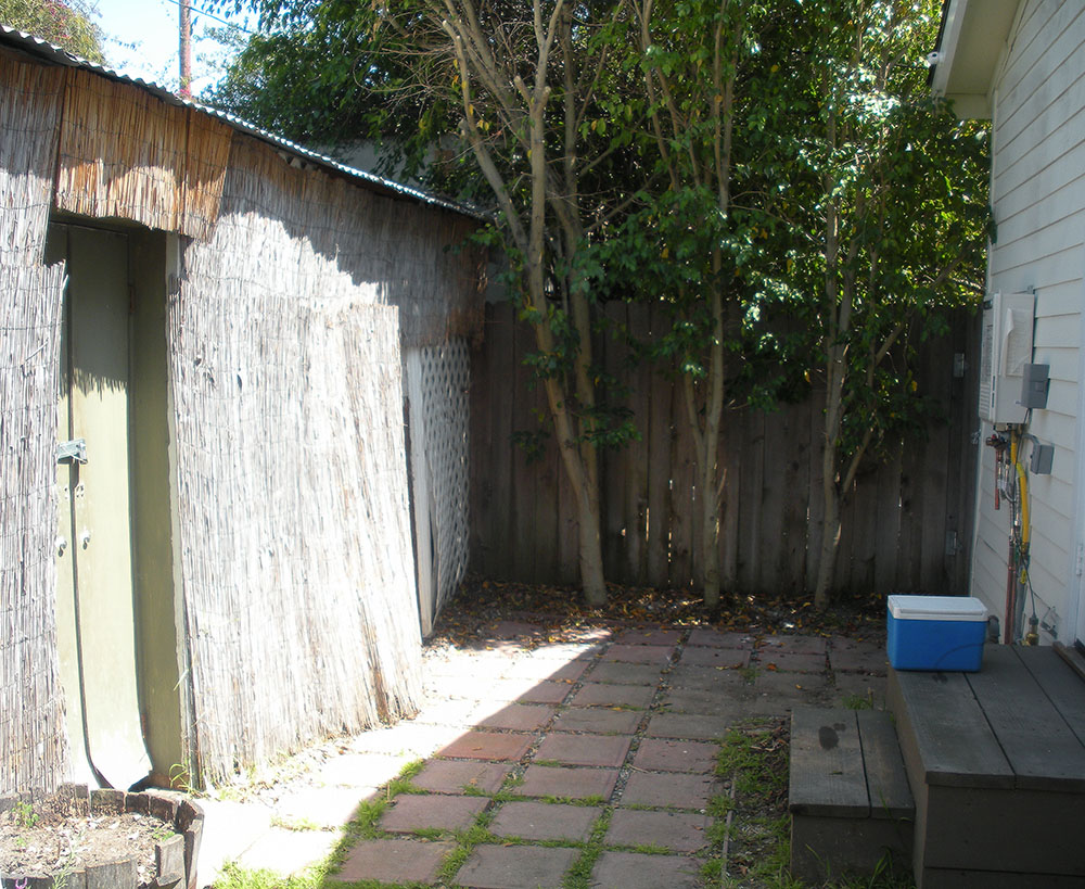 tiny_canal_cottage_house_outdoor_makeover_26_before.jpg