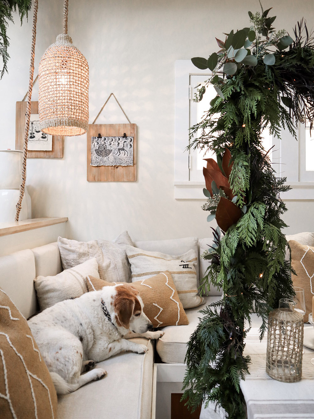 tiny_house_holiday_decor_small_space_tabletop_15.jpg