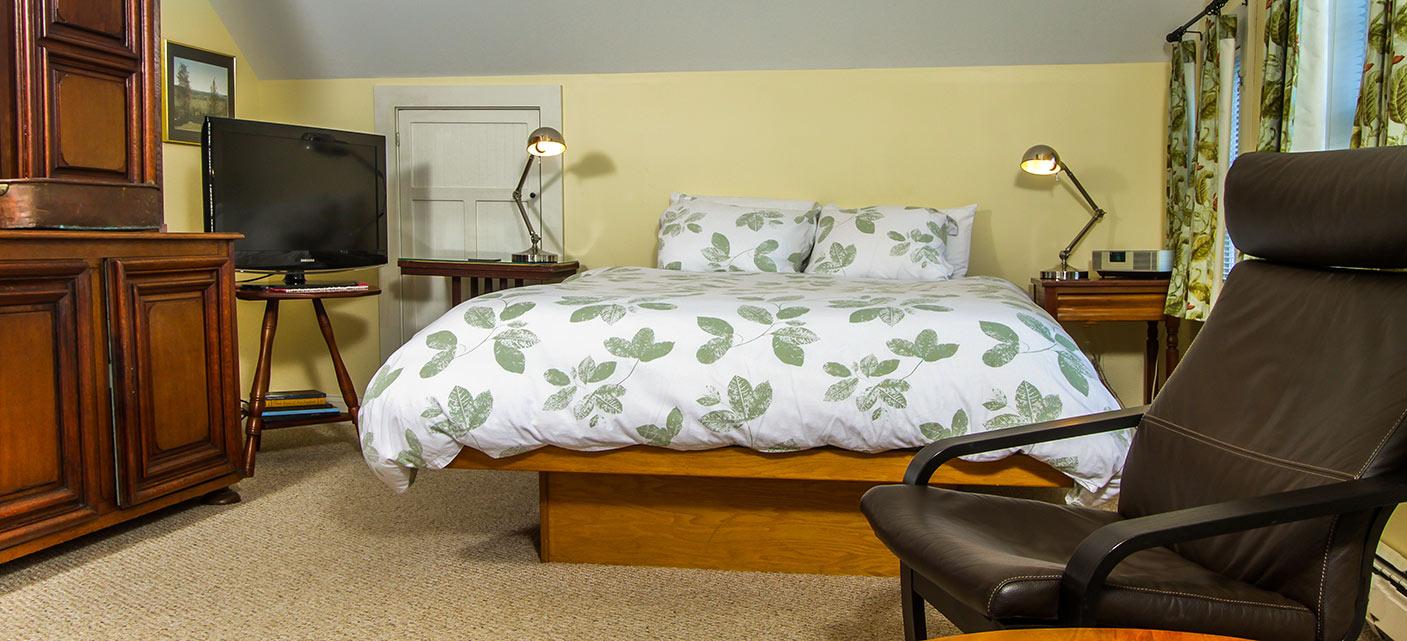 east-guestroom-gallery-image-2.jpg