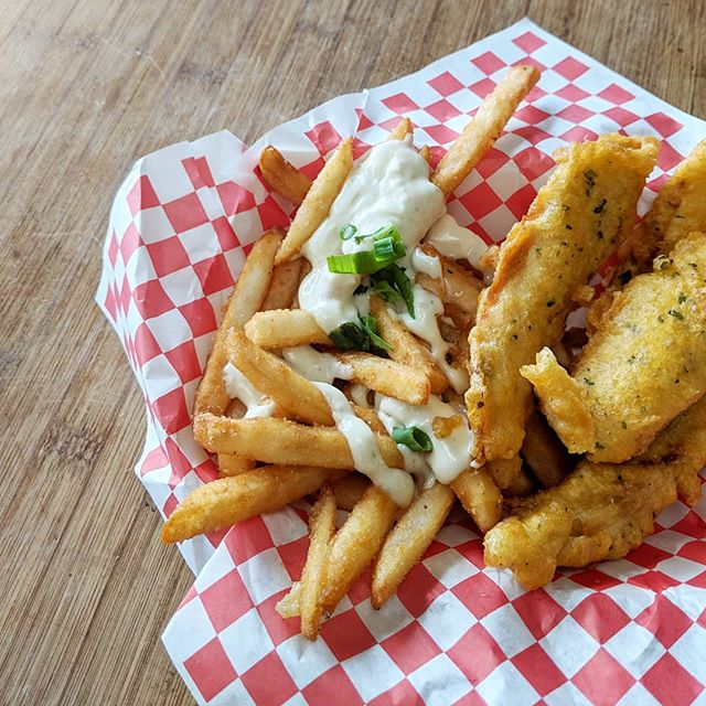 Absolutely BANGIN' fish 'n chips👍 . . At Maui Fish'n Chips in Kihei . Looking for more or Maui's must-eats? Checkout my guidebook! On Kindle and Amazon
