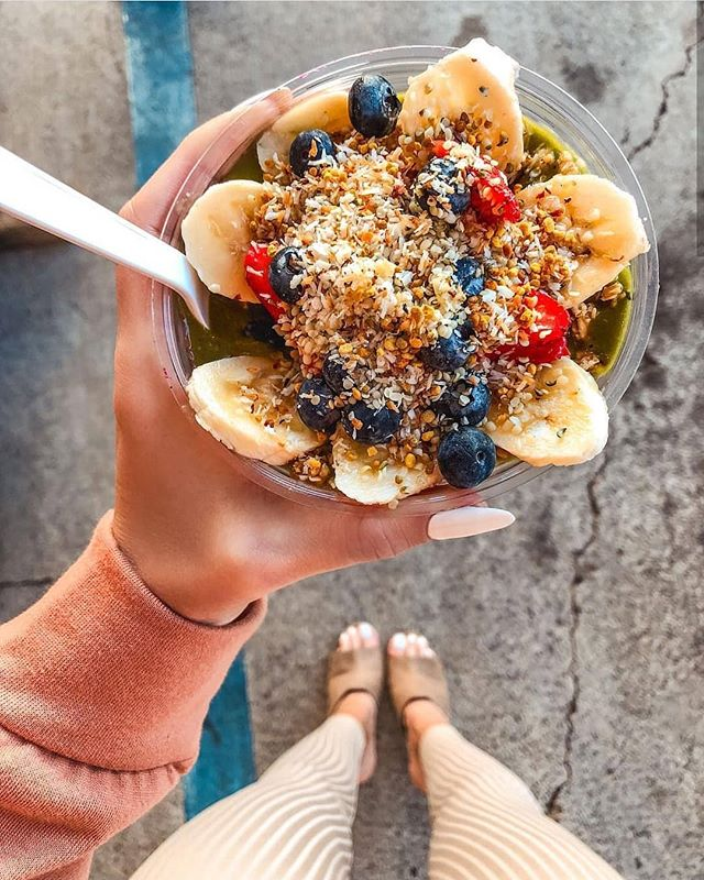 Big thanks to @sarah_dedic for reminding me just how boring every breakfast that isn't acai actually is. . . .