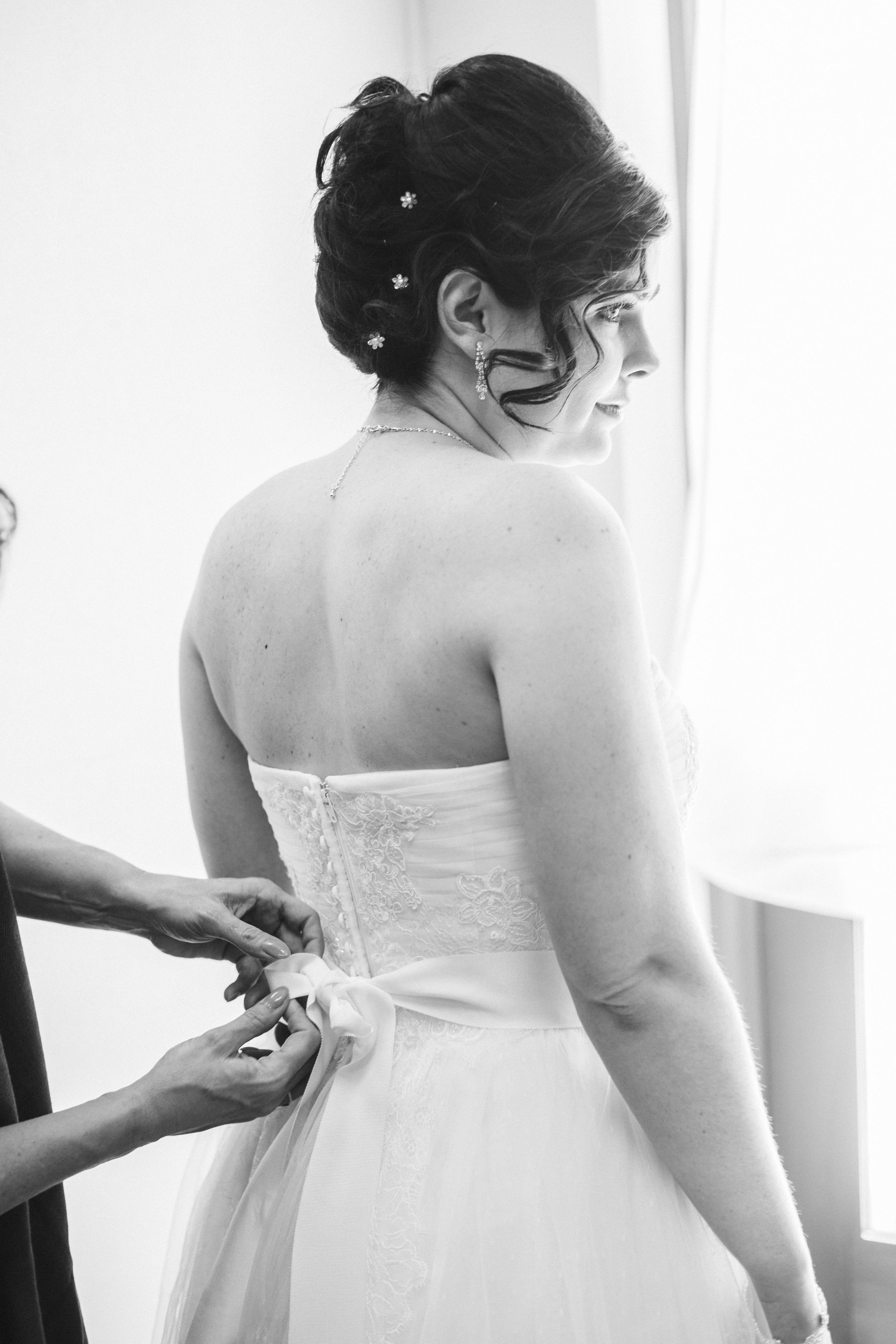 The Dress... - 4.Photographers recommend you don't wear a bra the morning of your wedding – it will leave marks on your back and shoulders that will be visible in pictures.