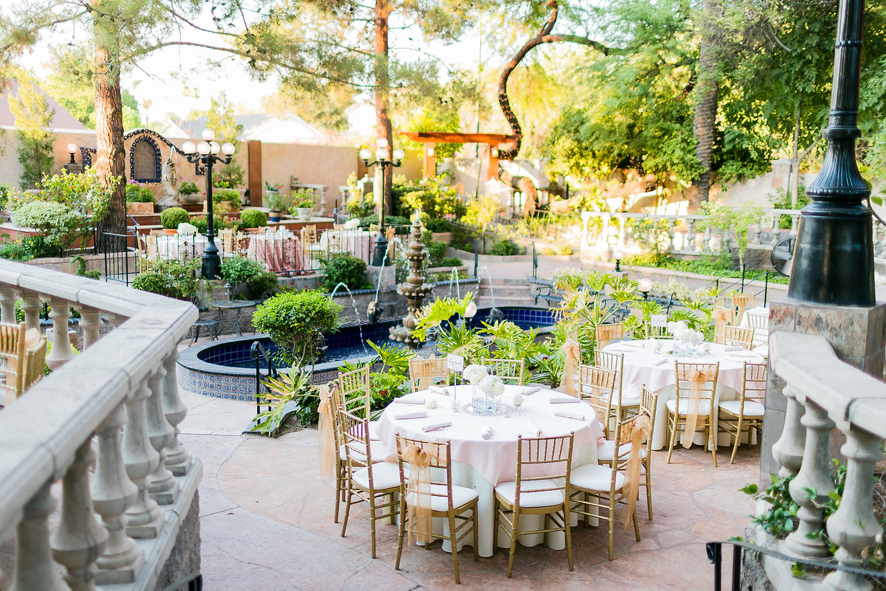 Outdoor Ideas - There's no denying the outdoors are beautiful in fall, embrace he season with a sparkler send of or dinner outside in the garden.