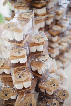 Favors - Looking for a fun way to incorporate autumn into your wedding favor? Consider s'mores to go or late night snack at the wedding- perfect for the season!