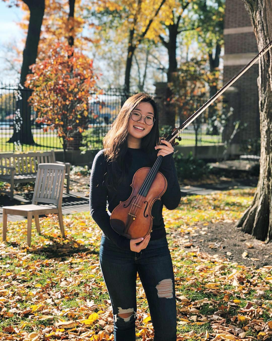 Alyssa Kim '22  is a freshman in Canaday. Though she's only been in Brattle a short time, she's already realized that her least favorite person in Brattle is that Asian violinist. We definitely know who she's talking about. ;) When she isn't playing the violin, she often can be found extracting other people's blackheads or reminiscing on her past experiences as a pad thai eating competition champion.