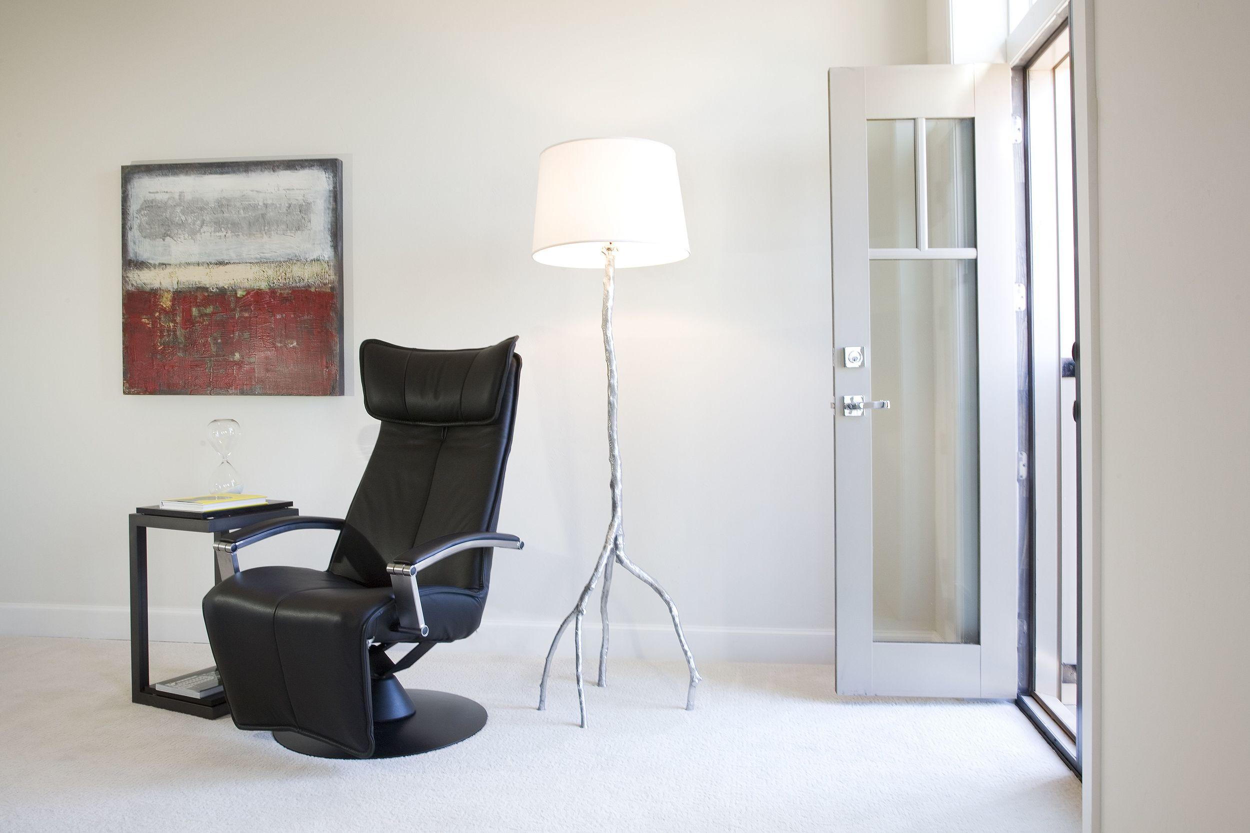 _MG_8752maywood recliner and lamp.jpg