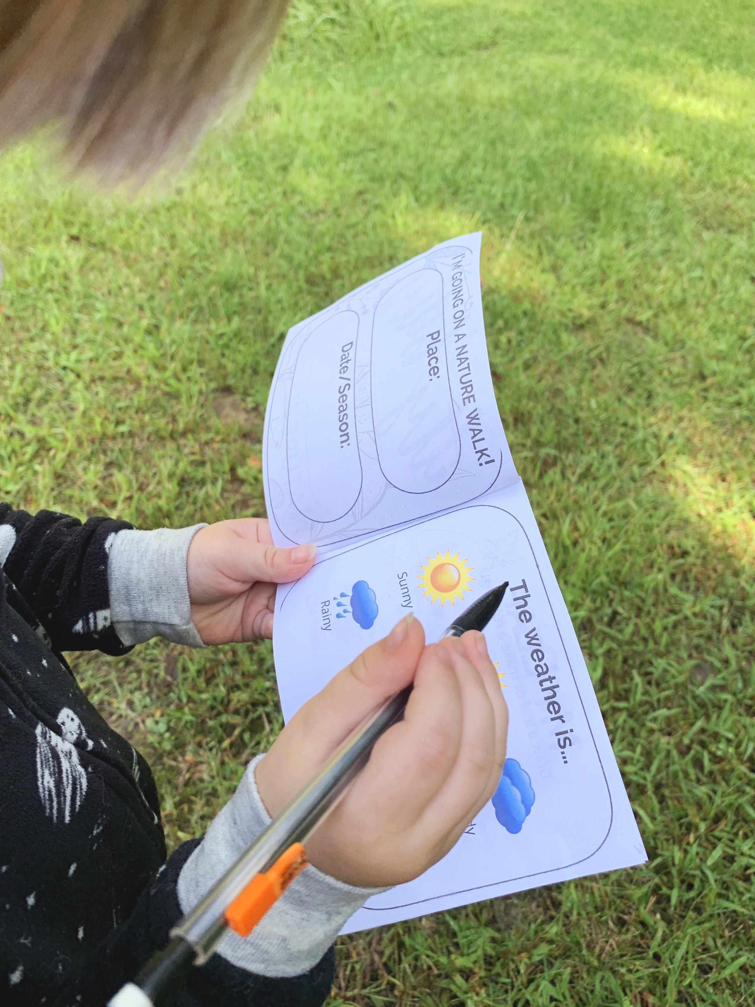 Itty Bitty Nature Journal - encourages preschoolers and toddlers to be actively engaged outdoors!