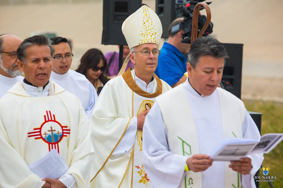 Border Mass Bishop Fr. Ben[73].jpg