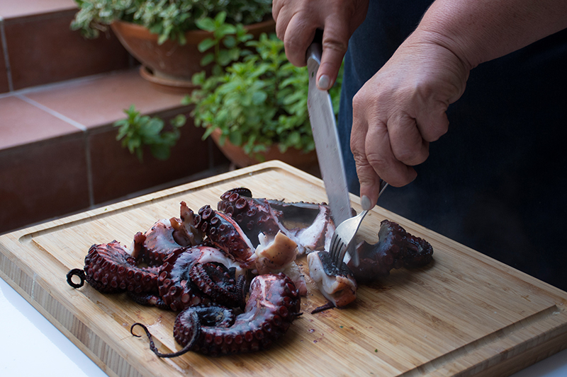 Cutting-the-cooked-octopus.jpg