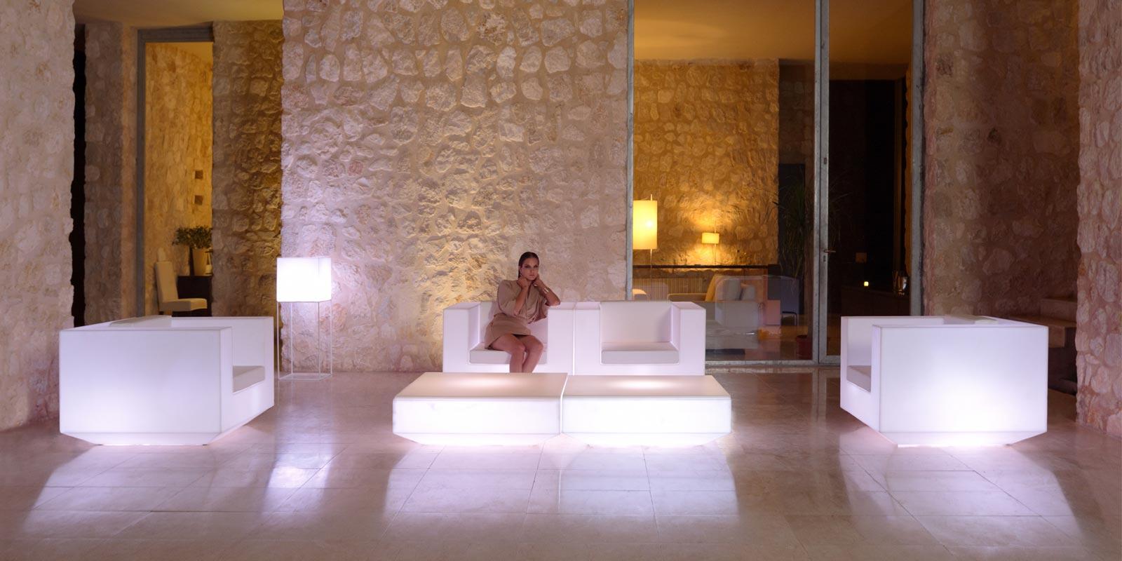 design-outdoor- light-up-furniture-sofa-clubchair-coffeetable-vela-ramonestve-vondom (1).jpg