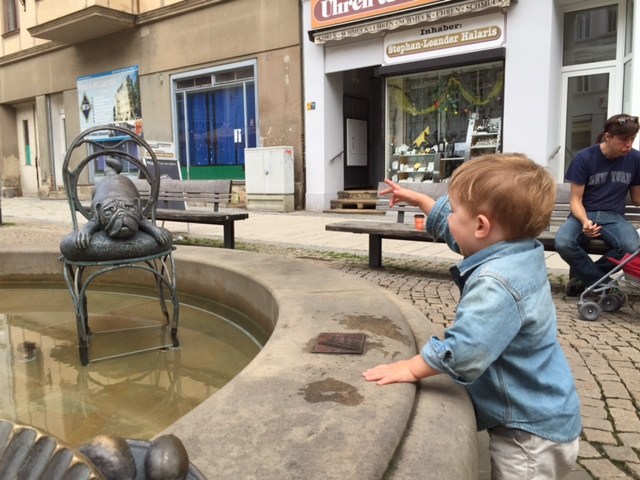 Gorlitz fountain with dog.jpg