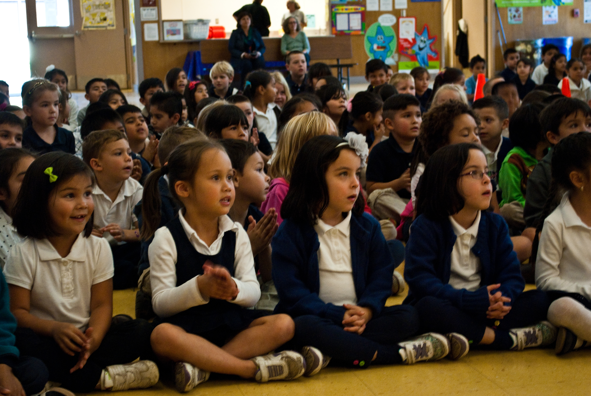 Students watching a performance by Los Cenzontles at Salvador Elementary School
