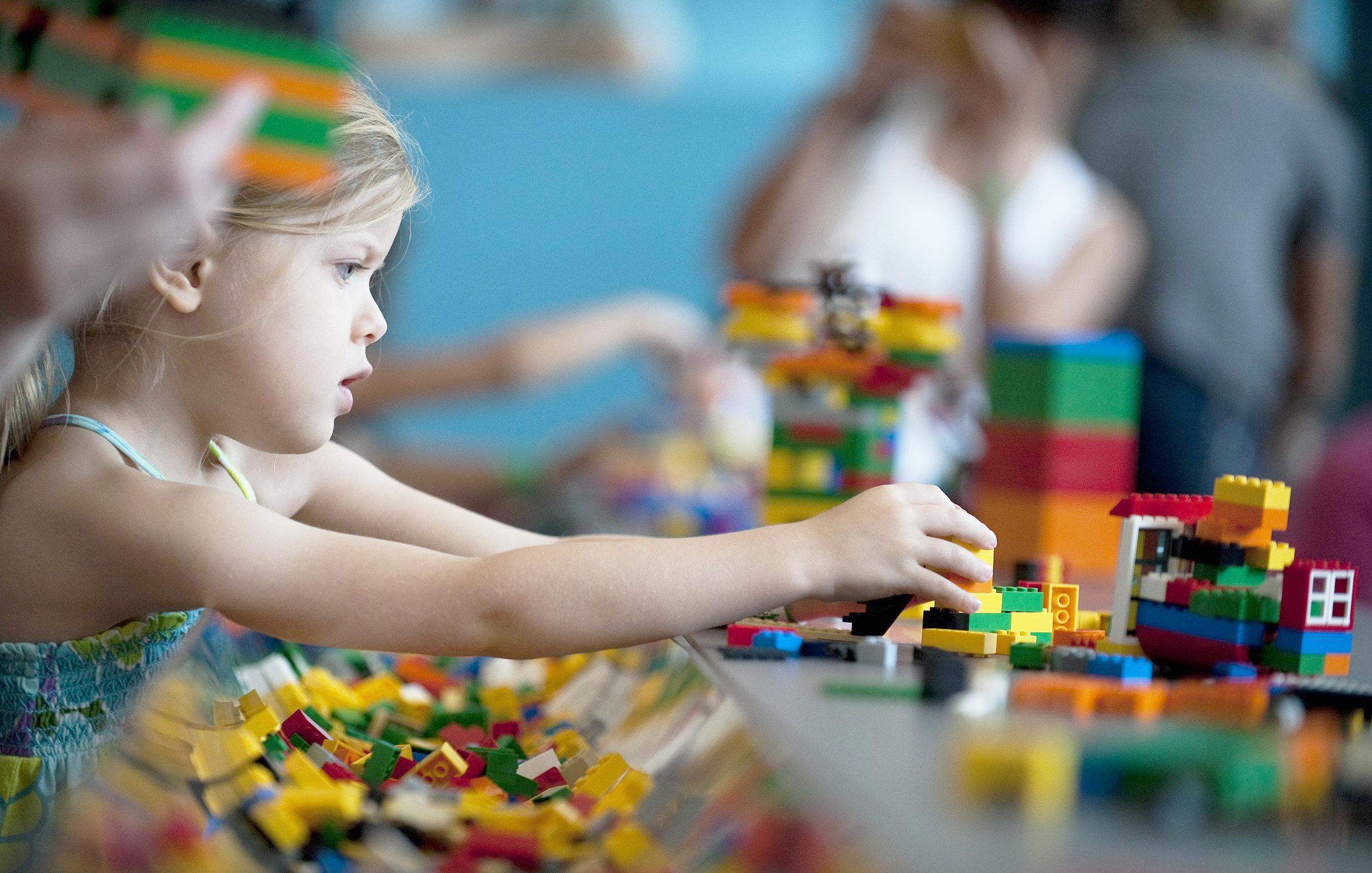 JEUX DE CONSTRUCTION - CONSTRUCTION AND BUILDING GAMES