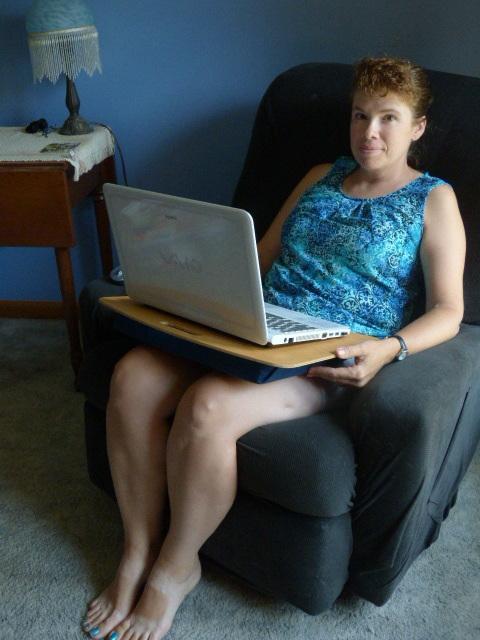 DIY Laptop Desk - DaytoDayAdventures.com