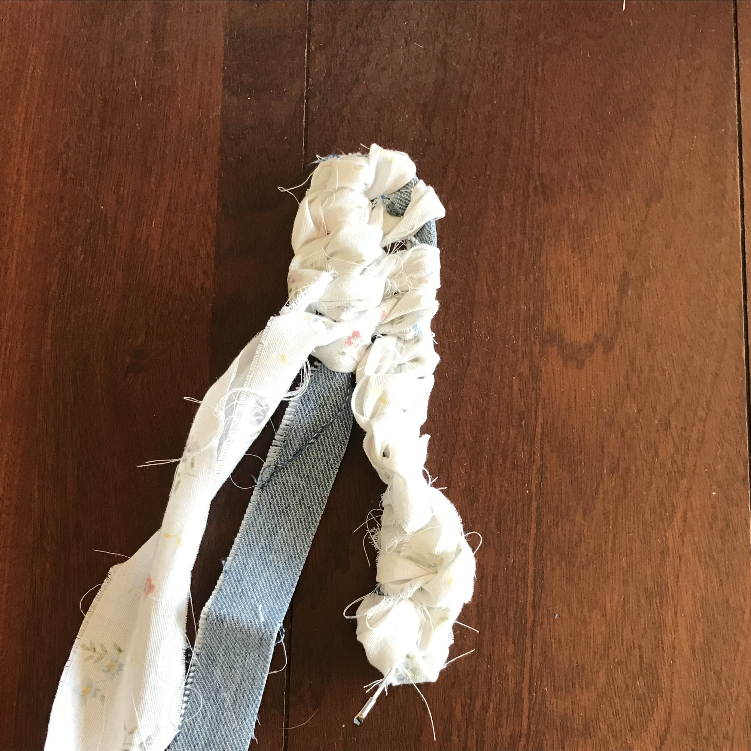 Making a rag rug is NOT hard!  Only one stitch and some this post tells you how to add your rows so your rug grows! - DaytoDayAdventures.com