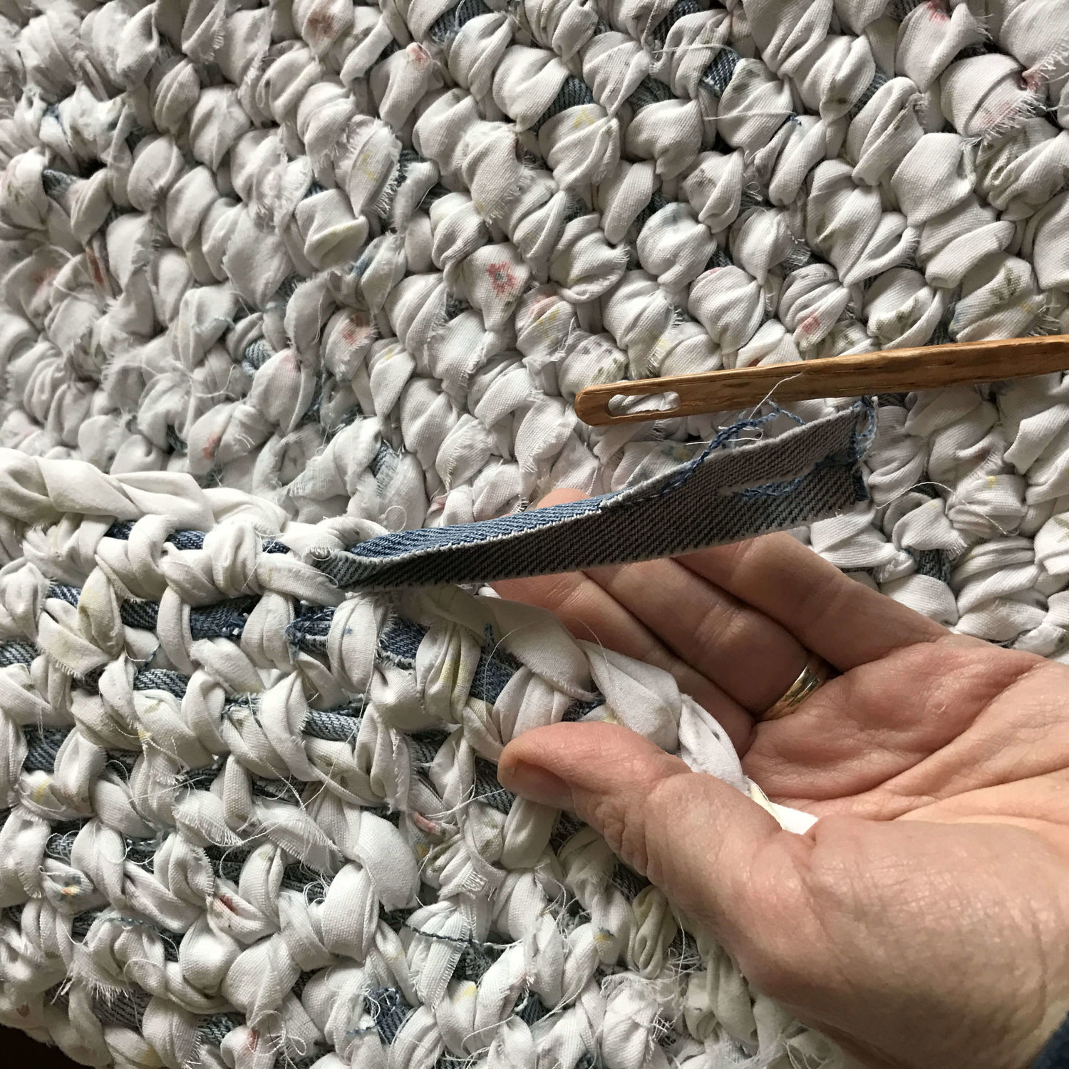 How to finish a rag rug and care for it