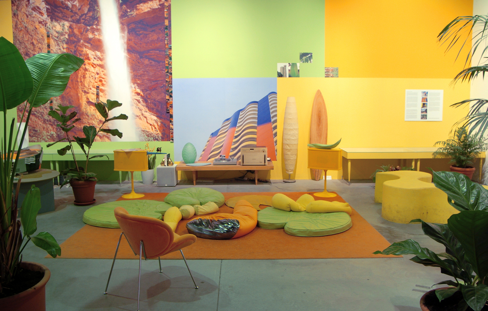 Lounge Tropical - frontal view.jpg