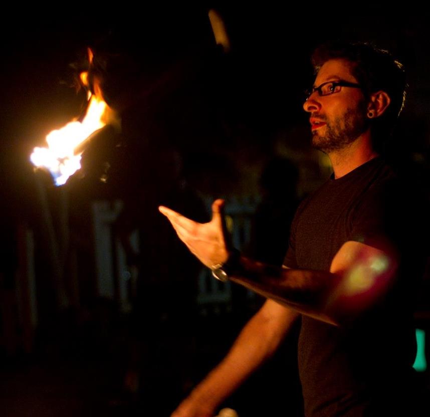 Alli_juggles_fire.jpg
