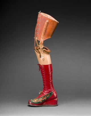 prosthetic-leg-with-leather-boot.-appliqurd-silk-with-embroidered-chinese-motifs.-photograph-javier-hinojosa.-museo-frida-kahlo.-r-diego-riviera-and-frida-kahlo-archives.jpg