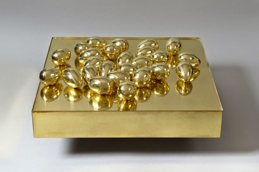 25 Eggs on a Platform , 1970 (© Private collection)