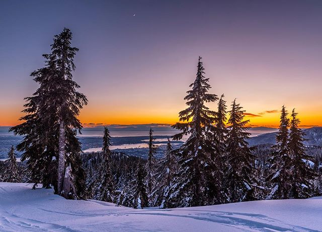Looking down towards Vancouver from the top of Mt.Seymour after a day of skiing. Wind chill was pretty severe on the lifts but some fresh snow and beautiful views made it a great day back on the slopes 👌🏻😊 . . . #mtseymour #sunset #hellobc #vancouver #vancitybuzz #skibc #vancouverisawesome #dailyhivevan #explorebc #canada #nikoncanada #vancouversun #pnw #greatnorthcollective #beautifulbc #narcityvan #vancityfeature #canadavacations #insidecanada #imagesofcanada #vancouvercanada #BvSquad #vancitybuzz #igvancouver #vancouvergram #veryvancouver #vancouvercanada