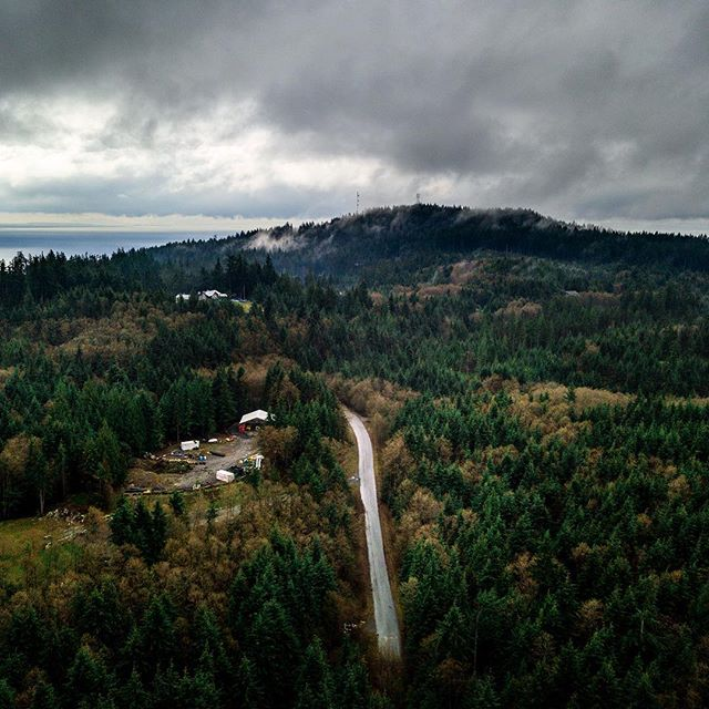 A bit of drama over Bowen Island 💨 Nothing like some interesting clouds and a moody landscape with a road heading into the horizon. This was from a day showing with @lushcosmetics for an upcoming campaign. Great place to visit and see a little slice of from the sky 👌🏻 . . . #bowenisland #bowenmoments #fromwhereidrone #djimavicpro #djiglobal #dronestagram #bcparks #britishcolumbia #ourbc #beautifulbc #landscapesofcanada #explorebc #greatnorthcollective #sunset #hellobc #explorecanada #imagesofcanada #aerialphoto #canadavacations #beautifuldestinations #mavic_pro #worldtravelscapes #vancitybuzz #bvsquad