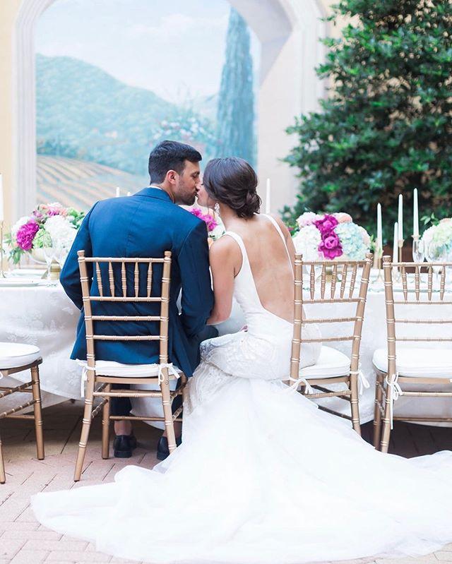 Happy Friday 💕 Get out there and enjoy your weekend! • • • Photography: @laceylynnseymourphoto  Venue: @hotelgranducaaustin  Florist: @lemonleafflorist  #teamlola #lolabeautyatx #atx #atxwedding #austinwedding #mua #austinweddingmakeup #hair #austinweddinghair #love #beauty #bride #bridetribe #weddingideas #weddingplanning #hairstyles #makeupideas #bridalhair #bridalmakeup #gorgeous