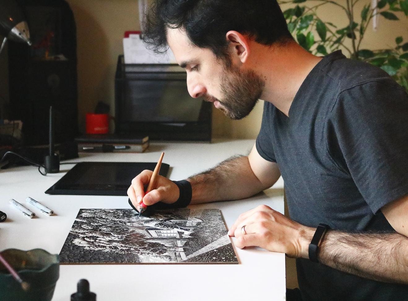 Alejo Porras working on a scratchboard