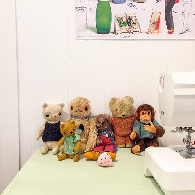 I had my first sewing class at @kinoko_kids in #atelierkinoko yesterday and it was so much fun!! It's a class for 9-14 year olds about sewing handmade toys using hand sewing techniques and a bit of machine sewing too. These are some toys I brought in to show them- some things I've made and some vintage toys as well. More pictures of the class to come I'm sure...I was too busy during the actual class to take any pics 😅