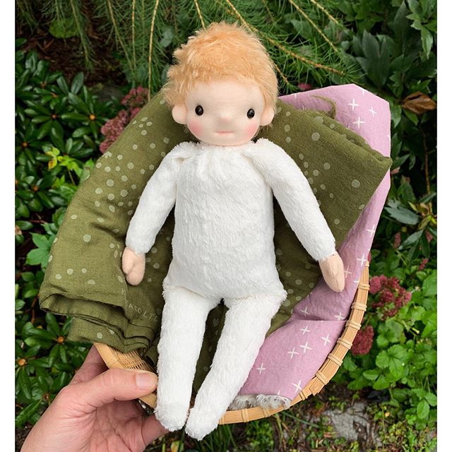 This is a prototype of a doll I've been dreaming/sketching/planning for quite a while now. Im still in the middle of a bunch of custom orders but this doll suddenly had to come into being NOW. Does that happen to anyone else? This little one still needs some clothes and such but there's a basket of bear parts that needs my attention again. It feels sooo good the see this doll project coming together and that really energizes me. Back to custom bears!!