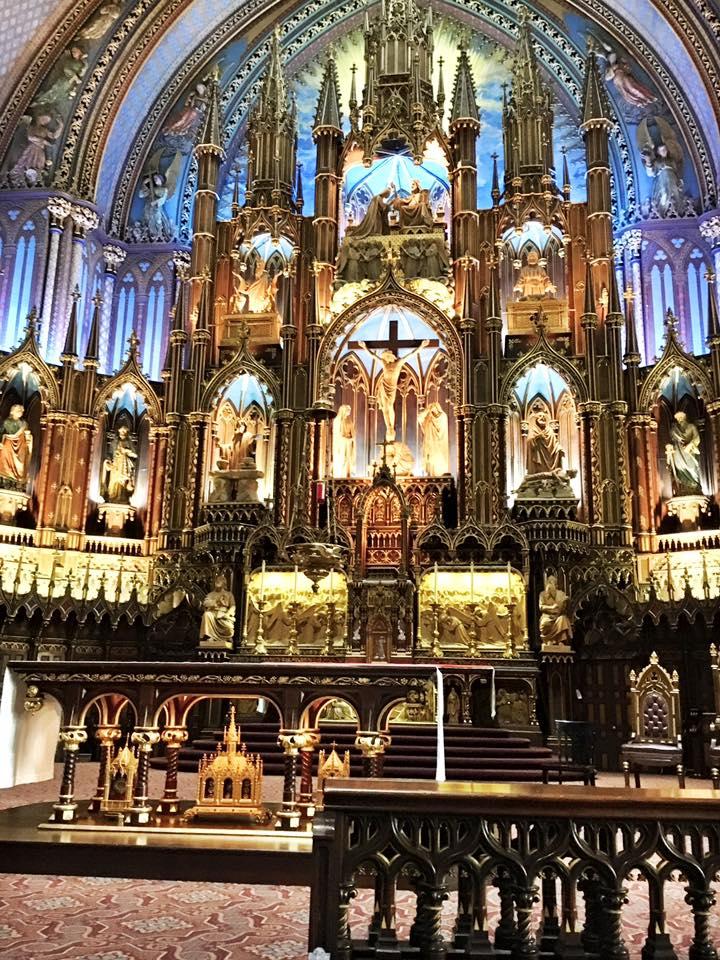 Interior of Notre-Dame Basilica.jpg