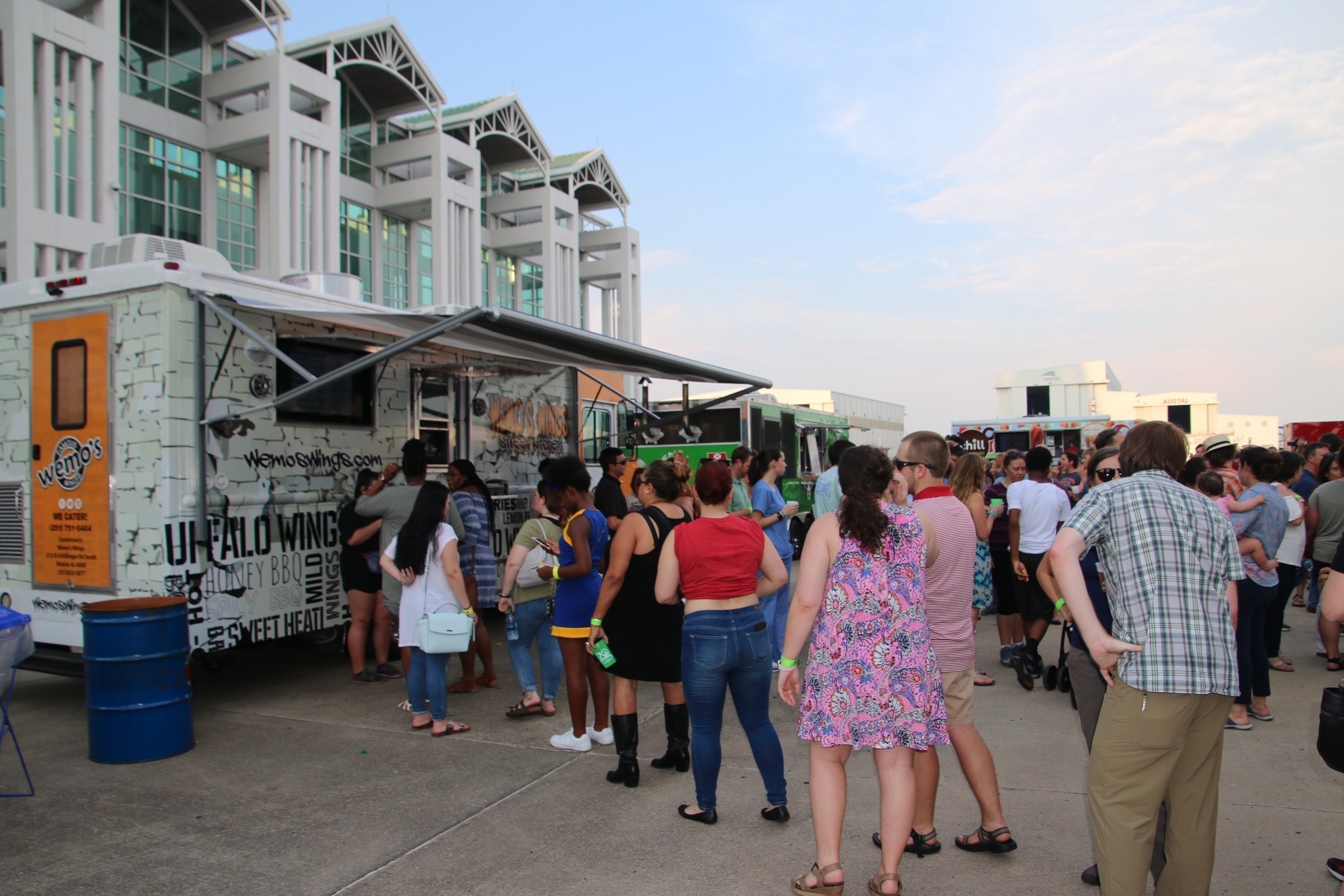 Food Truck Crowds 10.jpg